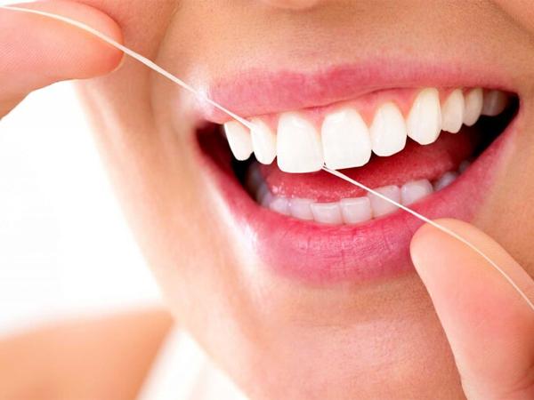 Bọc răng sứ có bị cợm không ?