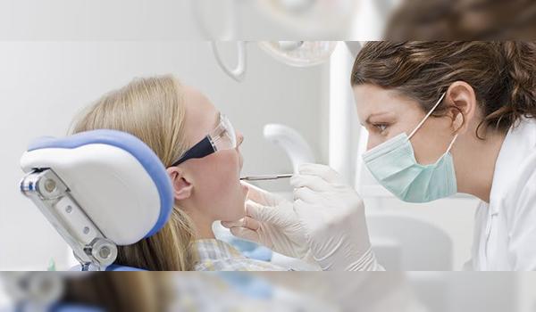 Cách khắc phục tình trạng bọc răng sứ bị cợm hiệu quả