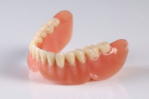 Răng giả tháo lắp nhựa dẻo có tốt không? Giá bao nhiêu?