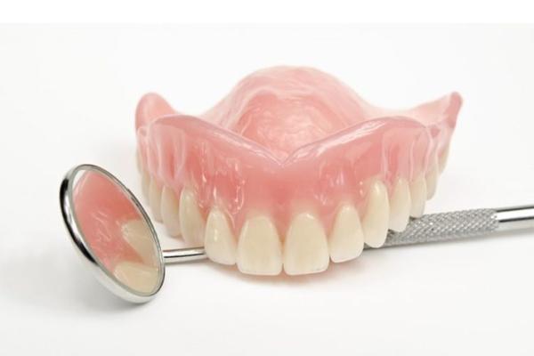 Răng tháo lắp Composite là gì?