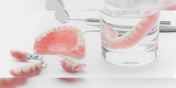 Ưu, nhược điểm của răng tháo lắp Composite