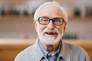 Trồng răng Implant cho người cao tuổi - Những điều bạn cần biết