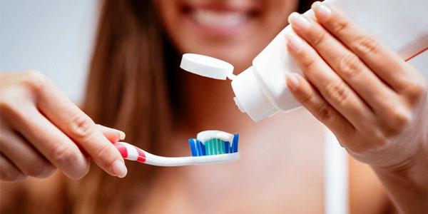 Cách khắc phục hiện tượng trồng răng Implant bị hôi miệng