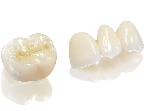 Có nên trồng răng sứ Zirconia không?
